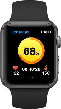 Personal trainer using Selfloops Group Fitness for heart rate monitoring